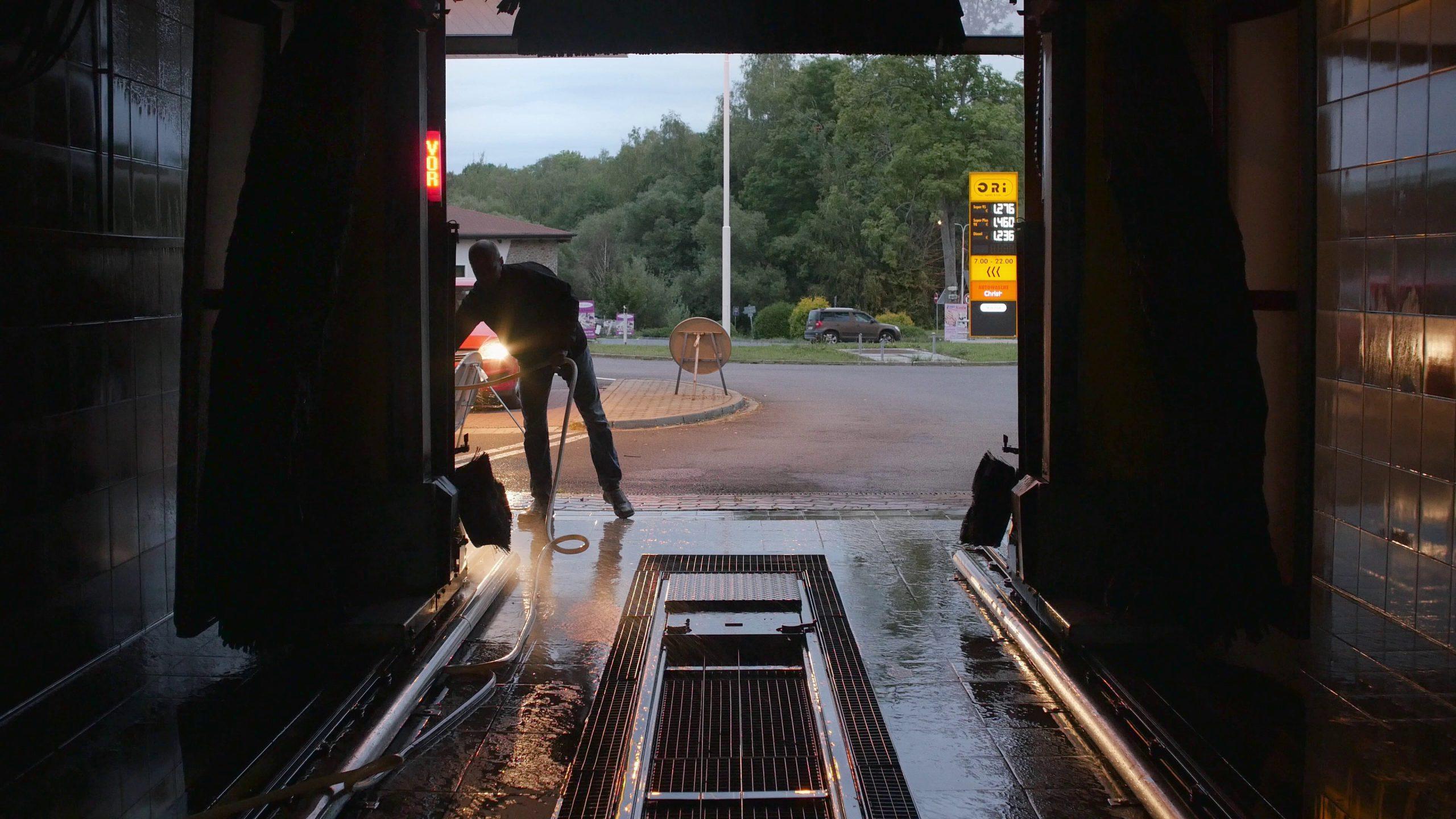 Die letzte erste Tanke | První a poslední pumpa